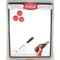 Neben dem praktischen Memoboard im Coca-Cola-Motiv sind ein Stift zum Wegwischen (Dry Erase Marker) und drei rote Magnete mit Schriftzug Coca-Cola enthalten. Ein wunderbares witziges Whiteboard für die Küche, das Büro oder Jugendzimmer. Termine jeglicher